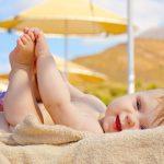 Babys vor der Sonne schützen