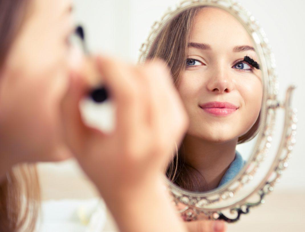 Die Ideale Reihenfolge Beim Make Up Auftragen Beginnen Sie Mit Dem