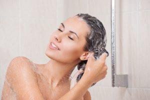 Richtige Haarpflege gegen Schuppen