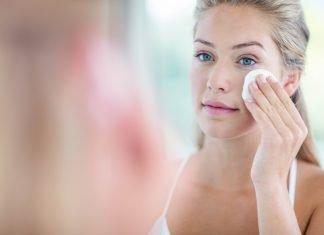 Bei fettiger Haut sorgfältige Hautreinigung durchfführen