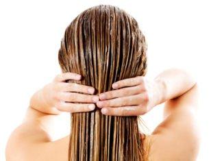 Frau wäscht sich die Haare mit Reiswasser