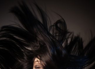 Schwarzes Haar aufhellen